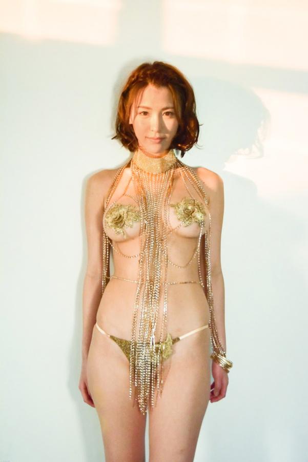 奈月セナ なつきせな 5作目 DVD&ブルーレイ KISS 画像