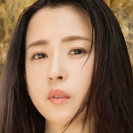 元アナウンサーの色白お姉さんが見せるセクシーポーズにノックアウト♥薄井しお里「桃肌天使」動画配信開始!